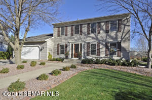 2915 Mayowood Common Circle SW, Rochester, MN 55902