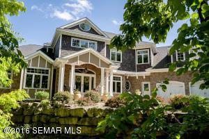 1807 Crescent Hills Drive, La Crescent, MN 55947