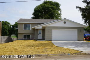 135 10th Street NW, Plainview, MN 55964
