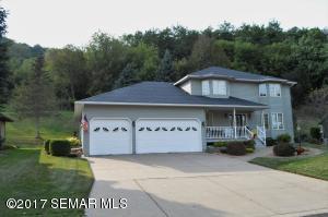 213 Oak Leaf Drive, Winona, MN 55987