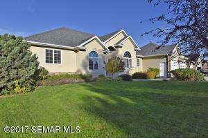 1854 Creekside Drive NE, Owatonna, MN 55060