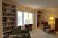 Living Room w/built in bookshelves
