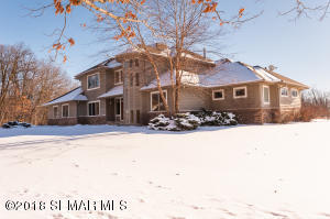 1123 Chippewa Drive NW, Rochester, MN 55901