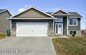 5433 Weatherstone Drive NW, Rochester, MN 55901
