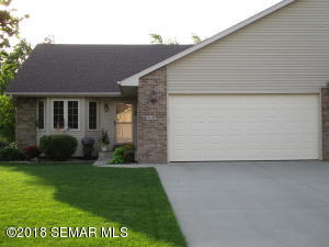 702 Simplicity Drive, B, Ellendale, MN 56026