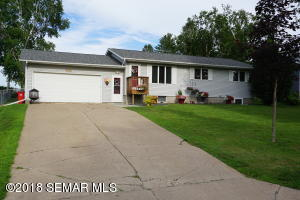 465 6th Street NW, Plainview, MN 55964