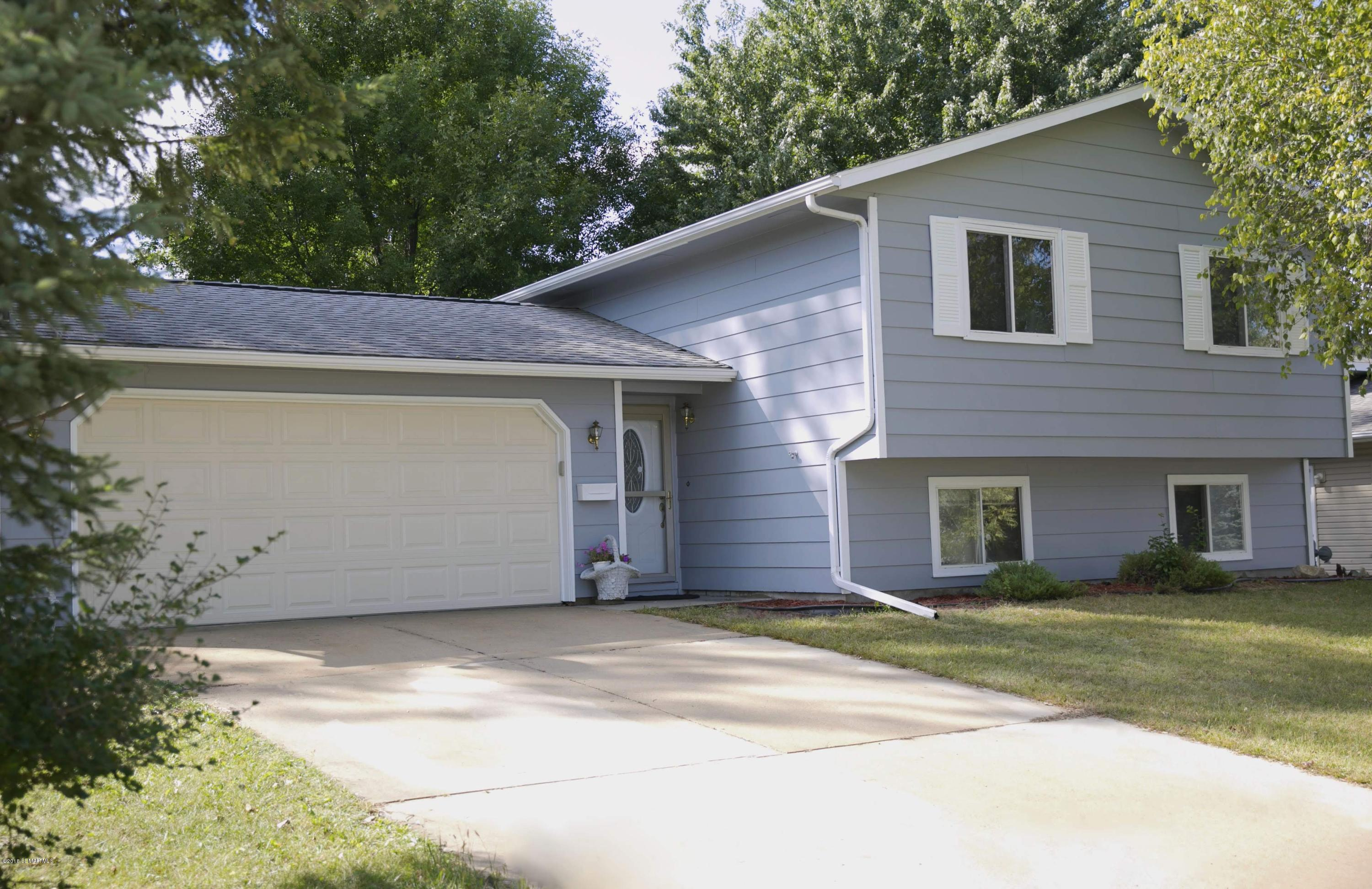 3725 10th,Rochester,Minnesota 55902,4 Bedrooms Bedrooms,2 BathroomsBathrooms,Single family residence,10th,4091401