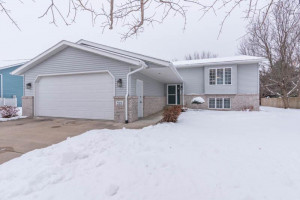 325 Meadowview Drive, MN 55972