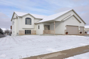 6207 S Pointe Drive SW, Rochester, MN 55902