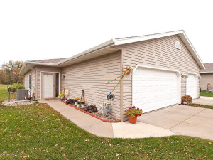 5615 White Oaks Lane NW, Rochester, MN 55901