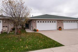 1828 Clubhouse Drive NE, Stewartville, MN 55976