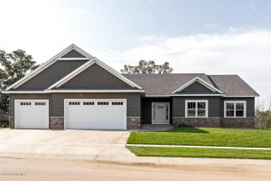 3939 Stone Point Drive NE, Rochester, MN 55906