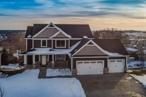 6417 Summit Pine Road NW, Rochester, MN 55901