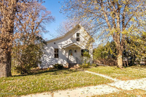 114 Center Avenue N, Hayfield, MN 55940