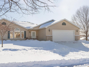 4434 Meadow Lakes Drive NW, Rochester, MN 55901