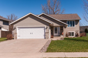 307 Summerfield Drive NE, Eyota, MN 55934