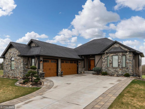907 Bridgeford Place NE, Byron, MN 55920