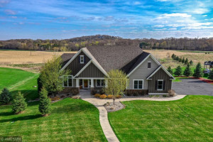 470 Meadow Ridge Trail, Hudson, WI 54016