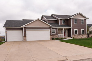 701 9th Street NW, Byron, MN 55920