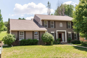 1004 Foxcroft Circle SW, Rochester, MN 55902
