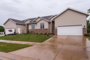 2781 Viola Heights Drive NE, Rochester, MN 55906