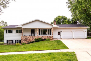 2451 Meadow Hills Drive SW, Rochester, MN 55902