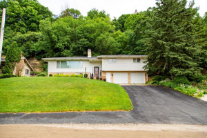 1005 11th Street SW, Rochester, MN 55902