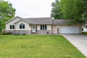 917 Valley View Road, Lake City, MN 55041