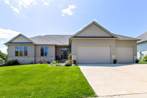 2403 Crimson Ridge Circle NW, Rochester, MN 55901
