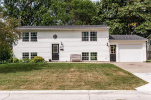 607 5th Avenue NW, Kasson, MN 55944