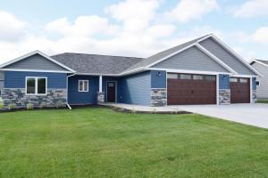 2582 Stony Creek Drive, Owatonna, MN 55060