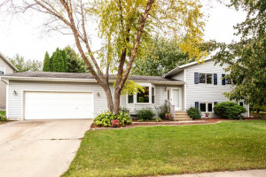 2446 Meadow Hills Drive SW, Rochester, MN 55902