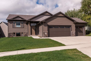 1435 Tunbridge Place NE, Byron, MN 55920