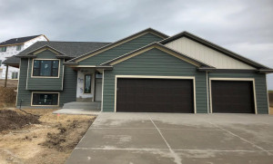 306 Sweetwater Court, MN 55972