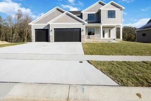 771 Delrose Lane SW, Rochester, MN 55902