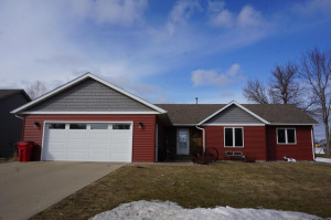 140 8th Avenue NW, Plainview, MN 55964