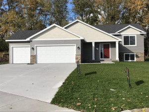 181 Golf Links Avenue, Zumbrota, MN 55992