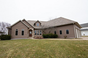 32 Mcintosh Road E, La Crescent, MN 55947