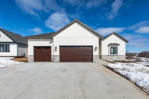 6368 Summit Pine Road NW, Rochester, MN 55901