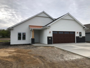 2819 White Oak Lane NE, Owatonna, MN 55060