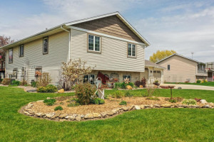 324 Meadowview Drive, MN 55972