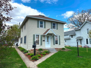 130 5th Street NW, Plainview, MN 55964