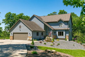 1500 W Point Road, La Crescent, MN 55947
