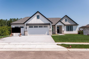 6376 Summit Pine Road NW, Rochester, MN 55901