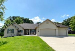 1145 Clover Lane SE, Owatonna, MN 55060