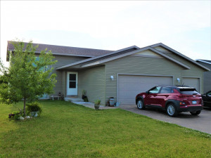 180 Red School Lane, Kellogg, MN 55945