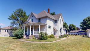 1005 W Lyon Avenue, Lake City, MN 55041