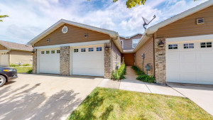 3068 River Falls Court NW, Rochester, MN 55901