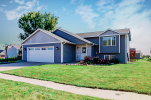 906 8th Avenue NE, Kasson, MN 55944