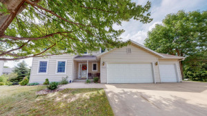 4424 4th Place NW, Rochester, MN 55901